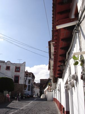 Typical_street_taxco